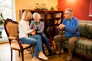 ouderen met familie thuis