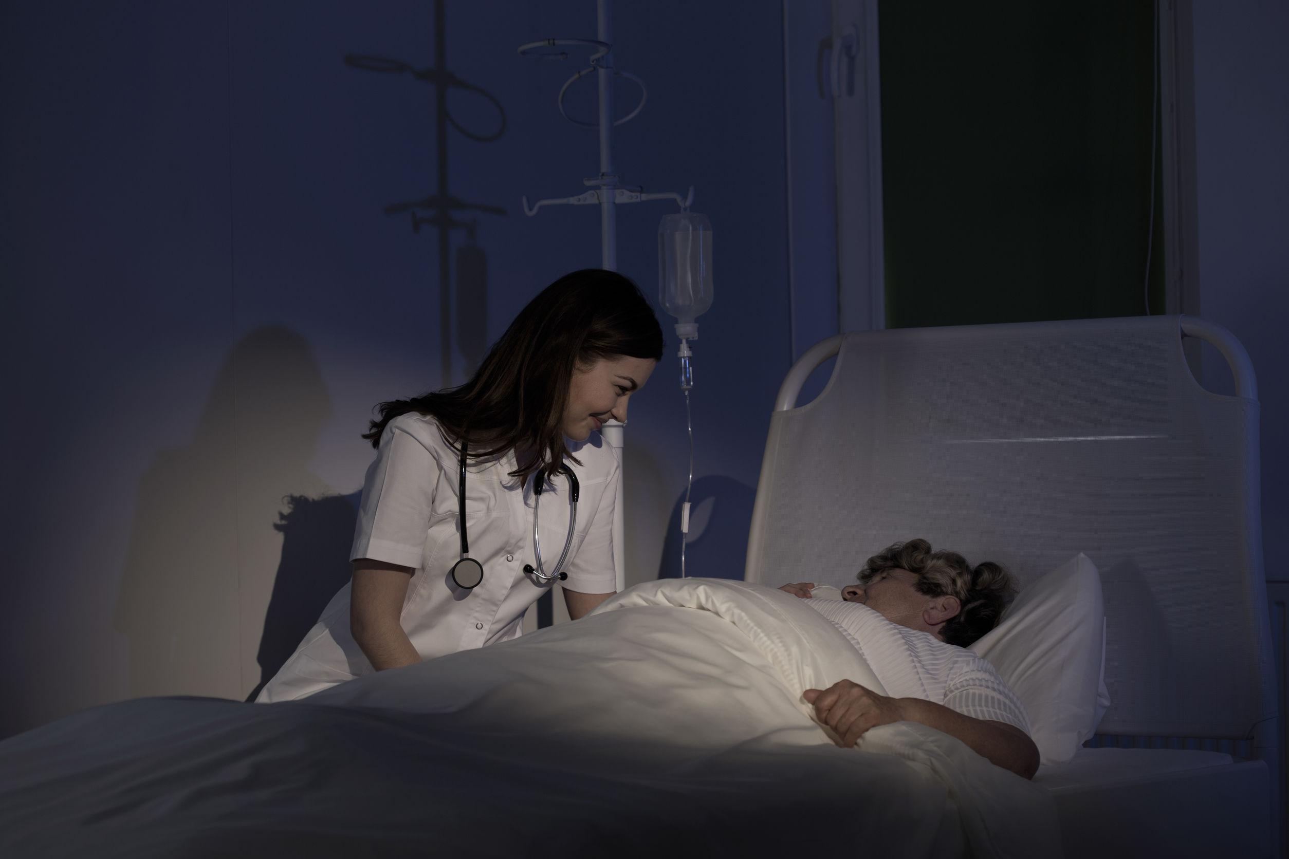 Zuster Jansen biedt nachtzorg in de thuissituatie aan. Dat kan gaan om nachtzorg bij dementie, nachtzorg bij Parkinson, slaapdiensten en waaknachten.